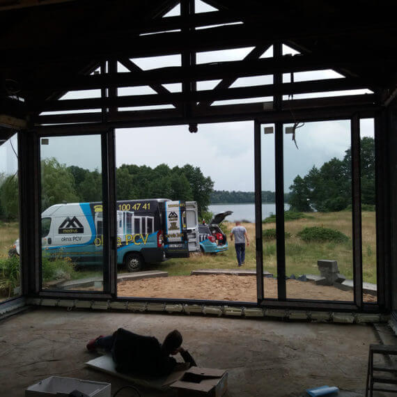 Rezydencja - zabudowa aluminium od wewnątrz salonu