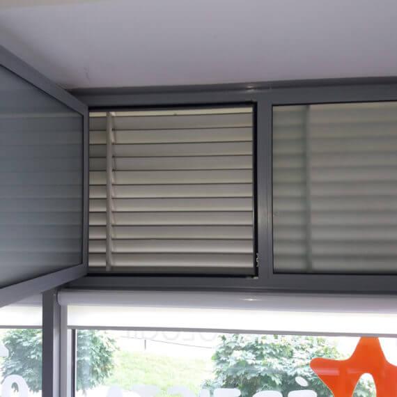 wbudowane okno pcv w fasadzie aluminiowej 570x570 - Lorem ipsum